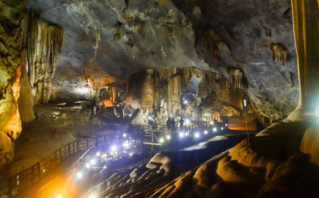 Jaskinia Paradise Cave w Parku Narodowym Phong Nha-Ke Bang, Wietnam