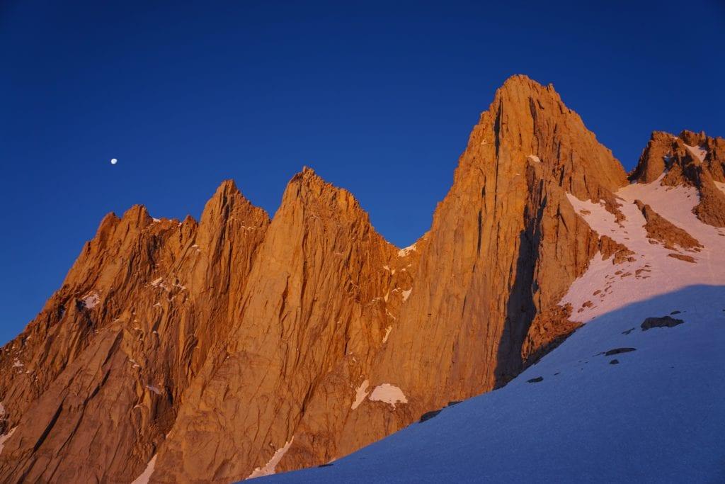 Mount Whitney to najwyższy szczyt w całej Kalifornii,