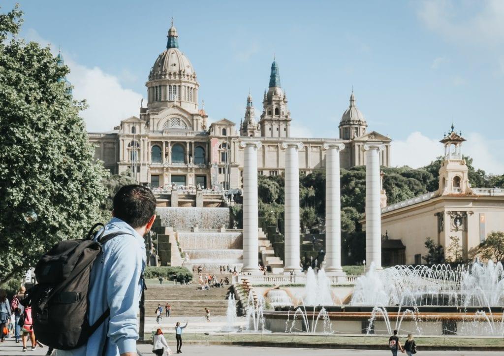 Fontanna przed Museu Nacional d'Art de Catalunya w Barcelonie,