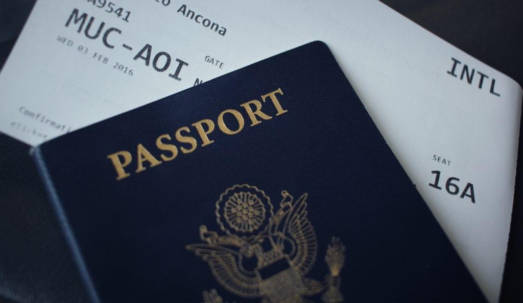 Karta pokładowa i paszport,