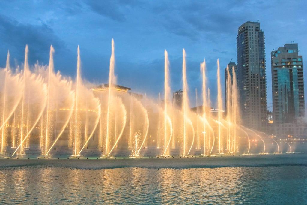 Niesamowity pokaz - Dubai Fountain, Dubaj