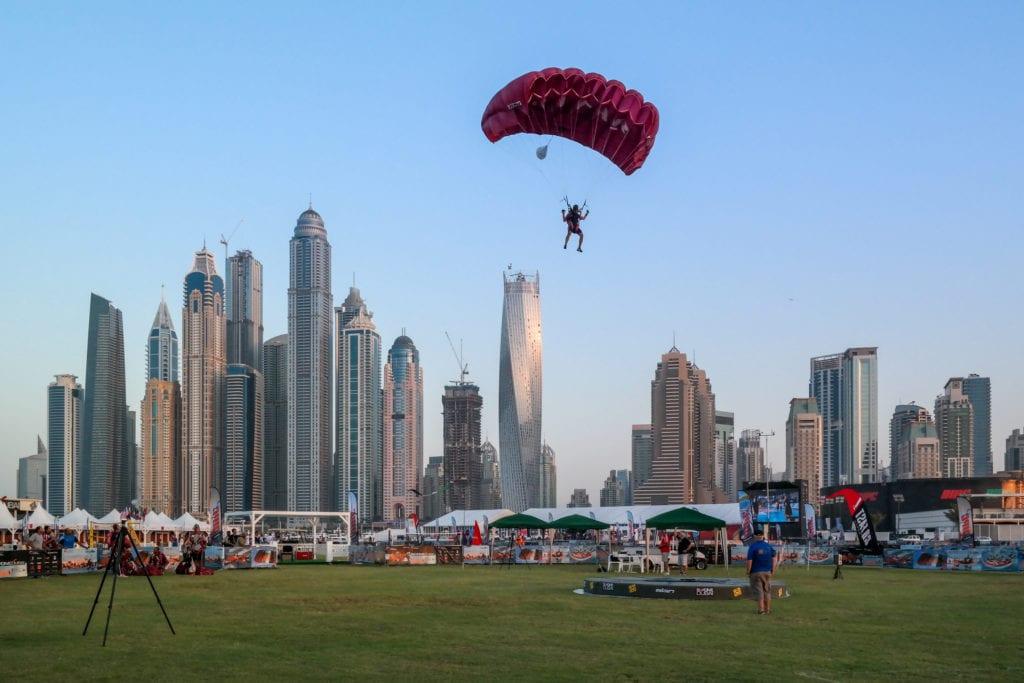 Skok ze spadochronem w Dubaju,