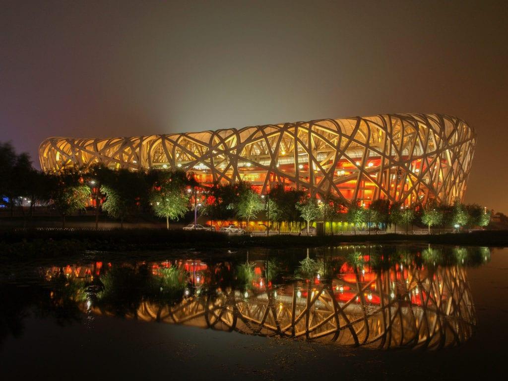 Stadion narodowy nazywany jest też Ptasim gniazdem, Pekin