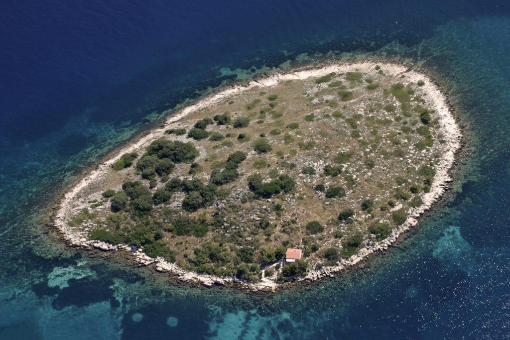 Jedna z wysepek w archipelagu Kornati, Chorwacja