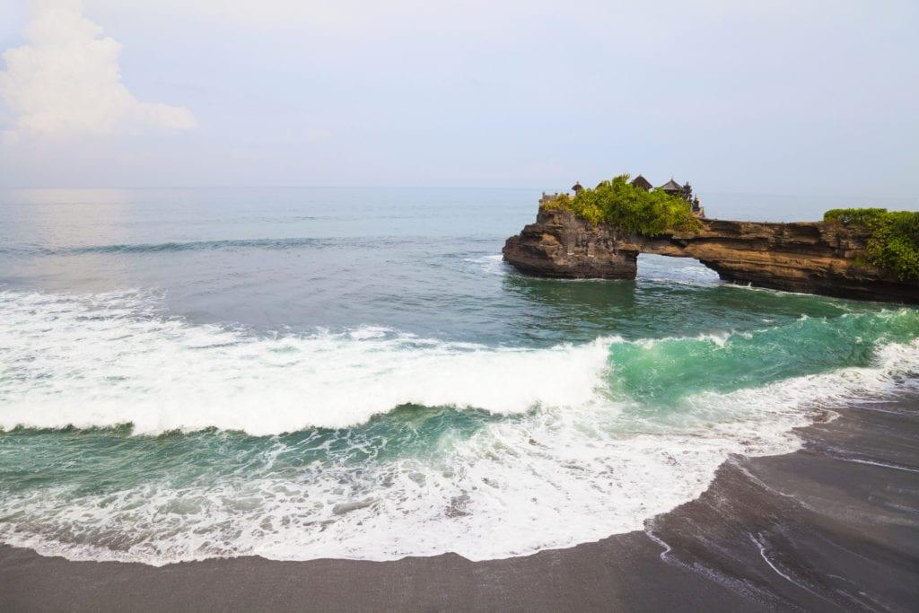 Plaża przy Tanah Lot, Bali Indonezja