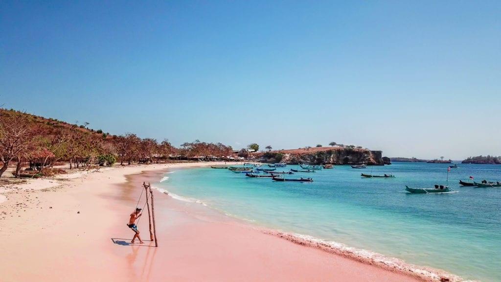 Tangsi Beach - różowa plaża, Lombok Indonezja