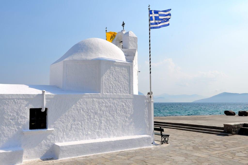 Kościół przy porcie na wyspie Egina, niedaleko Aten