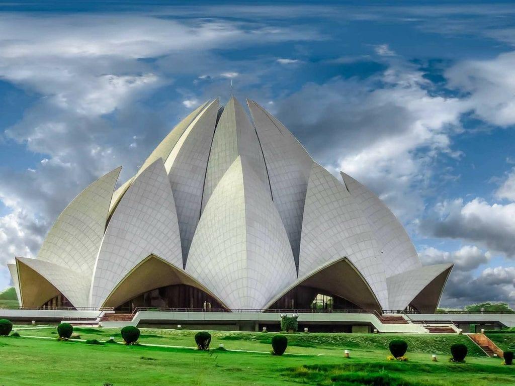 Lotus Temple - Świątynia Lotosu to miejsce spotkań różnych religii, Delhi Indie