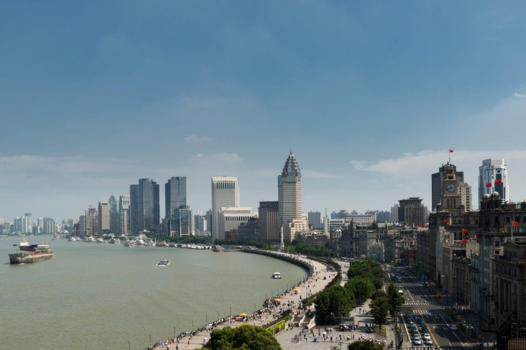 Promenada Bund to jedno z najbardziej popularnych miejsc w Szanghaju, Chiny