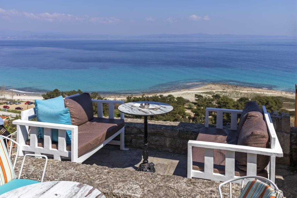 Grecka restauracja nad brzegiem morza na cyplu Kassandra, Grecja Chalkidiki