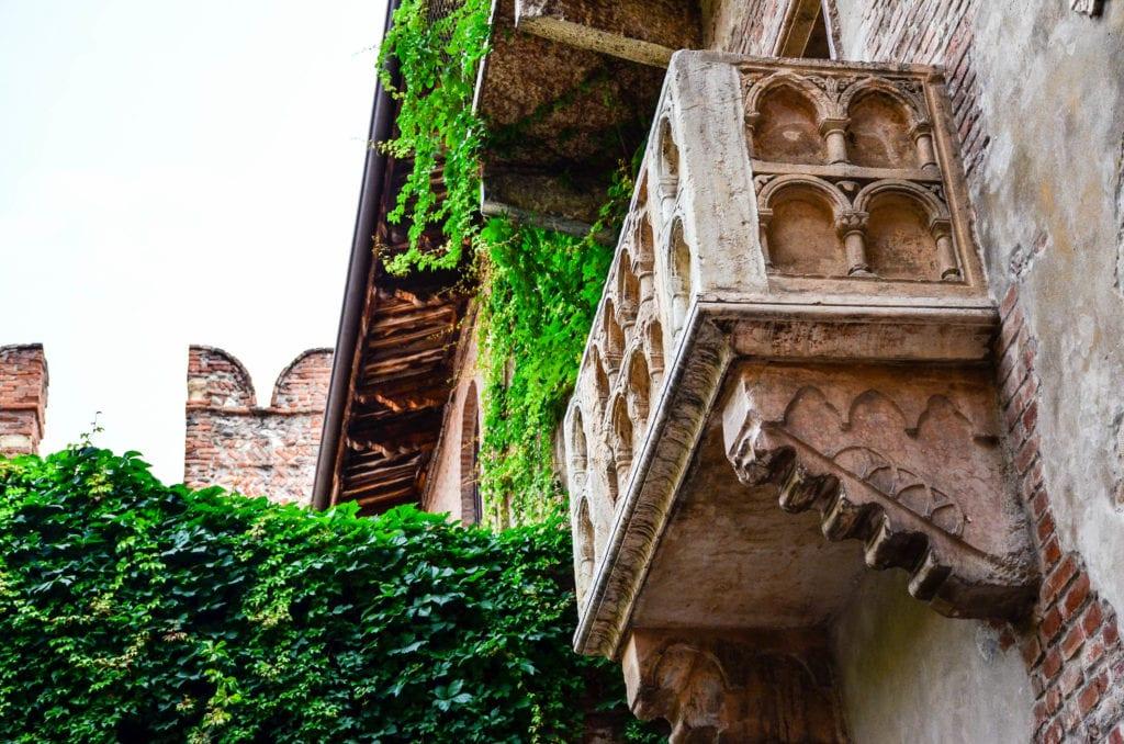 balkon julii z romeo i julia Szekspira w Weronie
