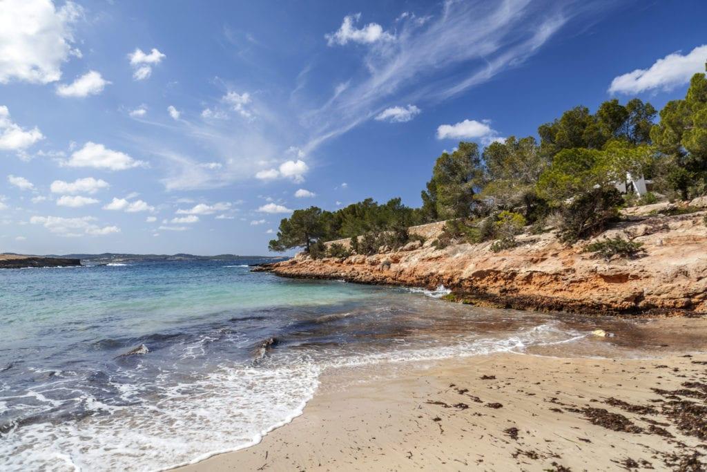 Plaża Cala Gracioneta niedaleko Sant Antoni