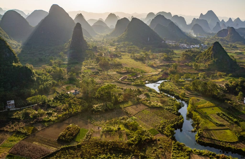 Formacje krasowe w Guilin nad rzeką Li, Chiny