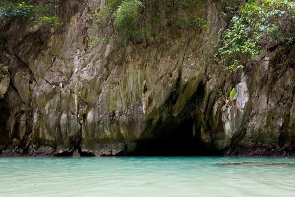 Wejście do jaskini Emerald. Tajlandia
