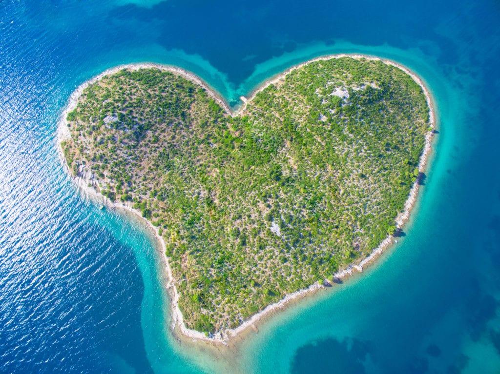 Wyspa Galešnjak położona jest niedaleko Zadaru, Chorwacja