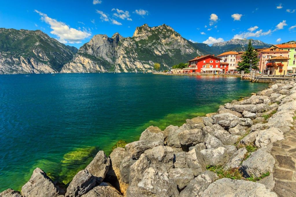 Miejscowość Torbole nad jeziorem Garda, Włochy