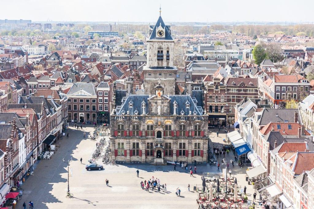 Rynek i ratusz w Delft, Holandia