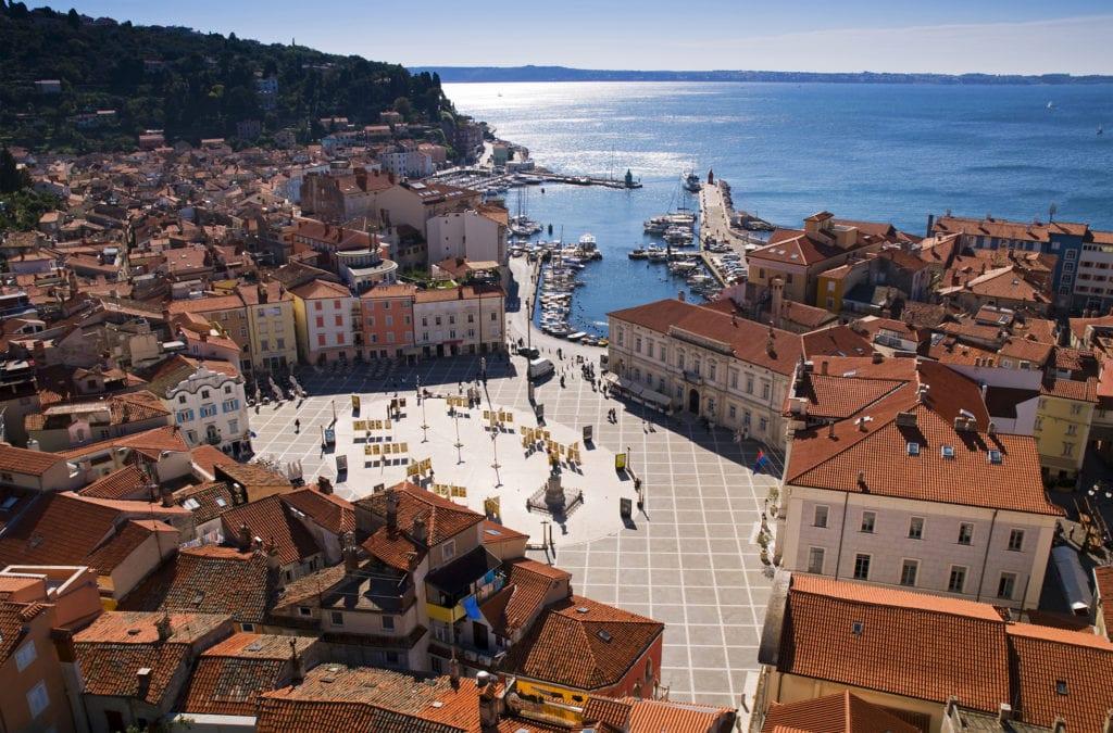 Piran położony jest nad Morzem Adriatyckim, Słowenia