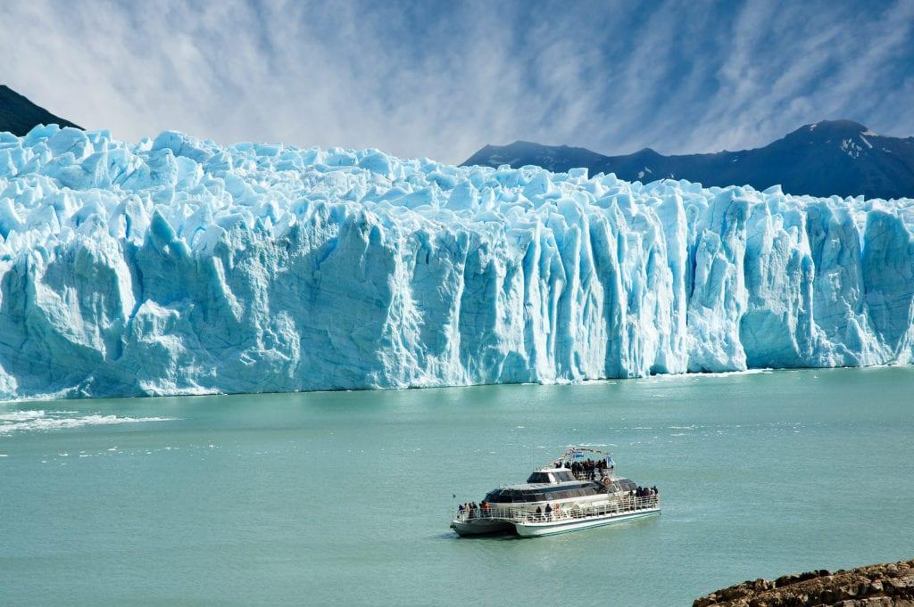 Rejs statkiem w pobliżu lodowców w Patagonii, lodowiec perito moreno