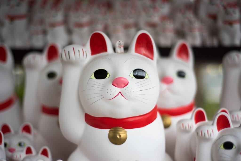 Maneki-neko - japoński szczęśliwy kot pamiątka z Jaonii