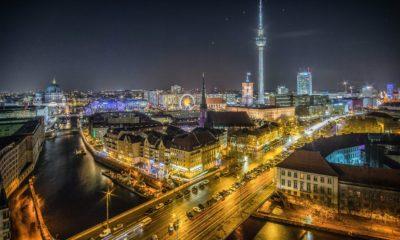 Panorama Berlina nocą, fot. Pomnik pomordowanych Żydów Europy,