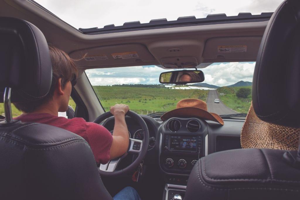 Podróż wynajętym samochodem,