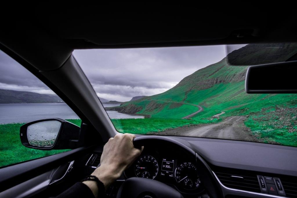 Wypożyczając auto za granicą można zaplanować ciekawą trasę i poznać mniej dostępne tereny,