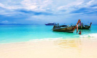 Wyspa Ko Phi Phi położona jest między wyspą Phuket a stałym lądem, Tajlandia