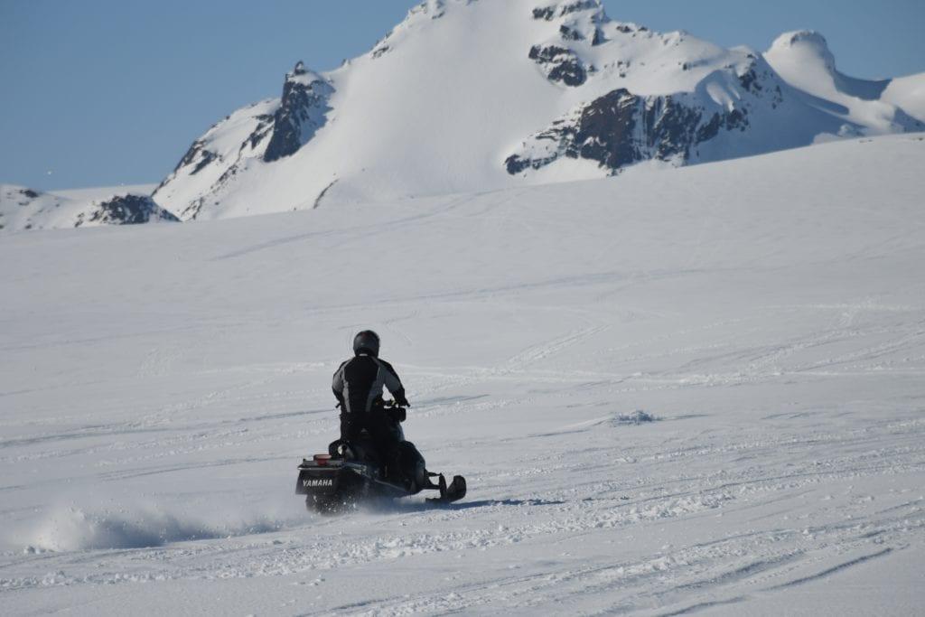 Poznaj Islandię zimą na skuterze śnieżnym,
