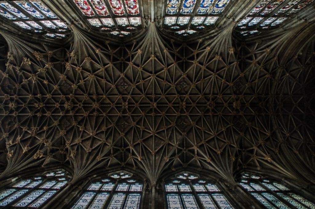 Sklepienie katedry w Gloucester, przedstawiona w harrym potterze
