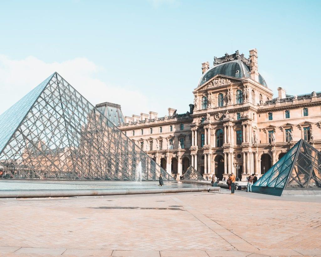 Luwr - najpopularniejsze paryskie muzeum,