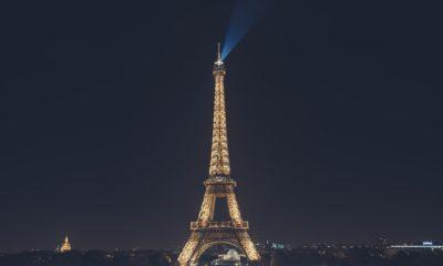 Wieża Eiffla nocą,