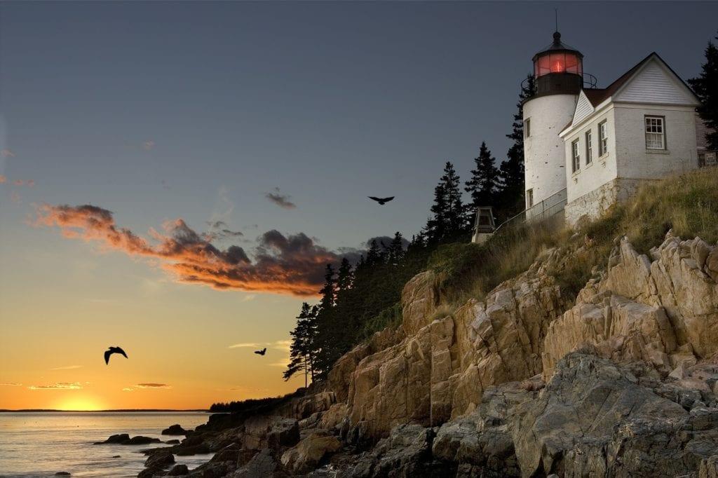 Stan Maine nazywany jest często Vacationland (uwielbiany wśród urlopowiczów), USA
