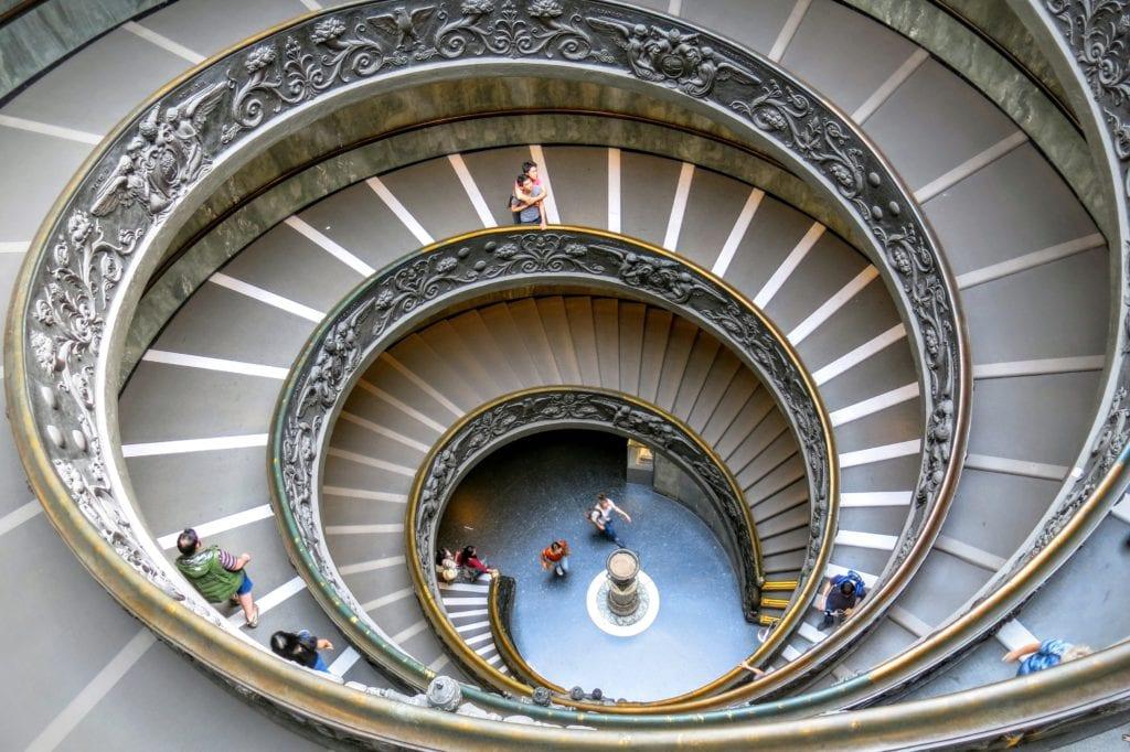 Spiralna rampa w Muzeach Watykańskich, Rzym