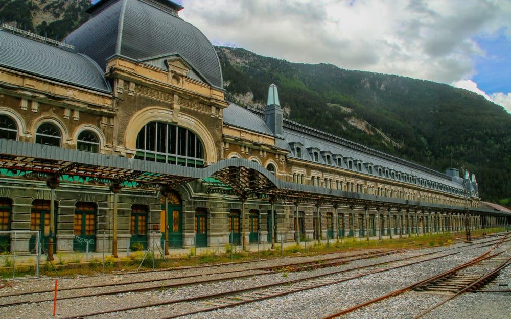 Canfranc, Francja, fot. Angel L Shutterstock