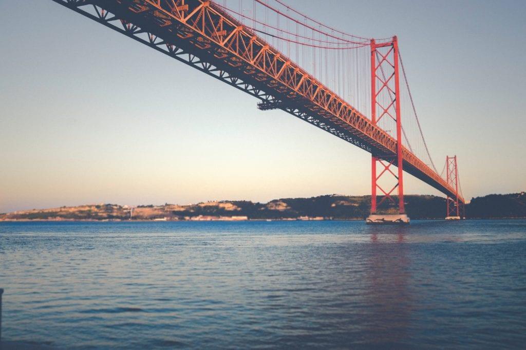 Most 25 Kwietnia (Ponte 25 de Abril) w Lizbonie, Portugalia