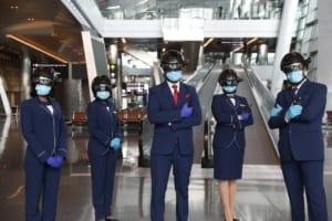 Doha: inteligentne roboty dezynfekujące i kaski mierzące temperaturę