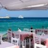 Rodzinne restauracje na brzegu morza na Mykonosie, fot. MustangJoe Pixabay