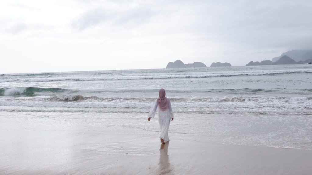 Pantai Merah, Indonezja,