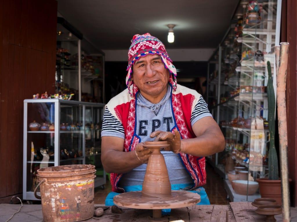 Czapki Chullo są ulubionym suwenirem wśród turystów w Peru