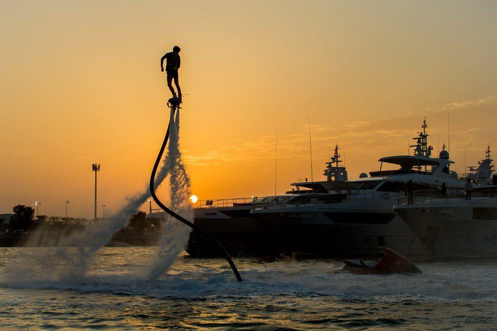 Flyboarding w Dubaju, fot. Bosckie Shutterstock