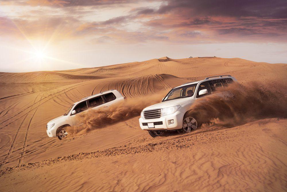 Jazda przez wydmy w Dubaju, fot. phoelixDE Shutterstock