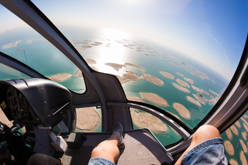 Lot helikopterem w Dubaju, fot. M101Studio Shutterstock
